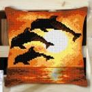 kruissteekkussen dolfijnen bij zonsondergang